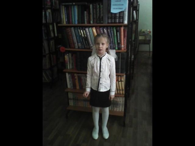 Изображение предпросмотра прочтения – ЮлияЗемскова читает произведение «Берёза» С.А.Есенина