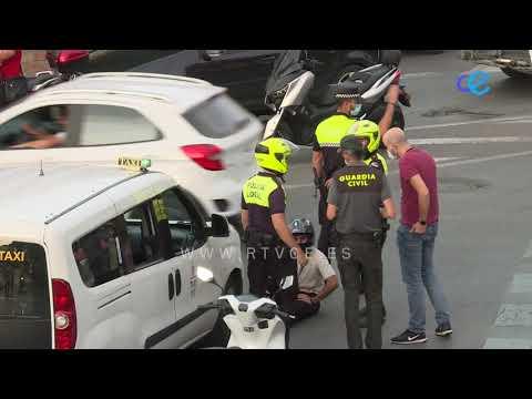 Colisión en la rotonda del Poblado Marinero entre un taxi y una moto