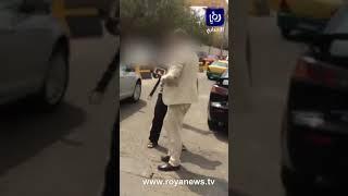 شخص يتهجم على أخر بـ سيف اثر خلاف مروري في عمان
