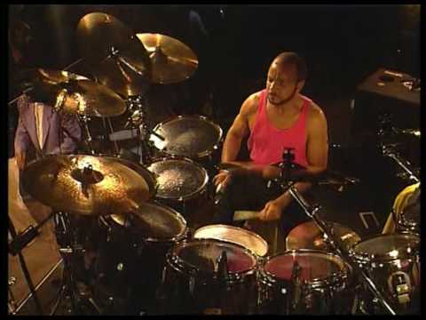 Phil Collins - Take me Home (live 1990) - Chester Thompson Drum cam
