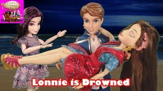 Lonnie is Drowned  Part 2  Whodunnit Island Mystery Descendants Disney