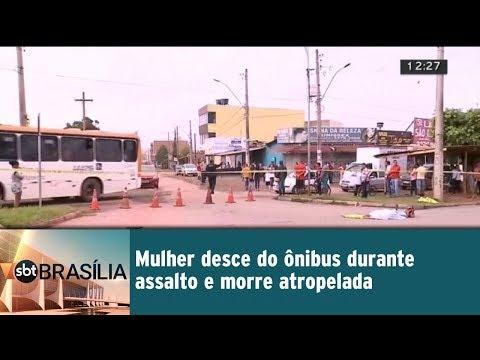 Mulher desce do ônibus durante assalto e morre atropelada