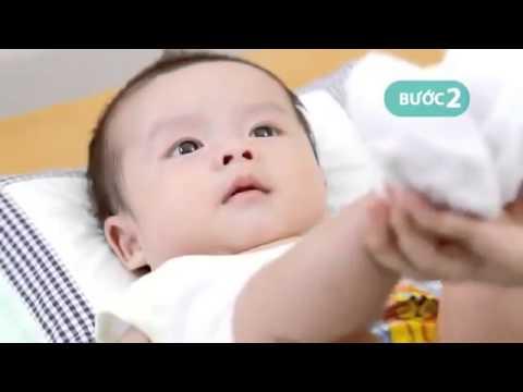 Cách thay bỉm tã cho trẻ sơ sinh - Kinh nghiệm hay cho mẹ