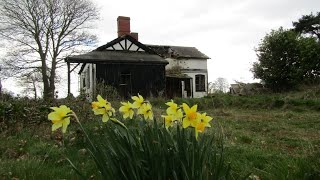 ABANDONED | AIRFIELD COTTAGE ( LEFT IN THE 1980s ) 2019
