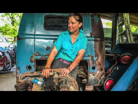 Pulling an Engine from a VW BUS!!