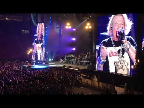 GUNS & ROSES – Live in Hawaii. First half hour of their first show in the state…