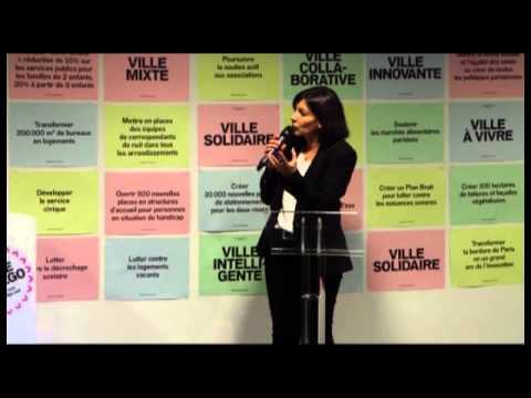 Anne Hidalgo parle aux habitants du 16°