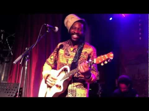 DjeuhDjoah & Lieutenant Nicholson feat Ours: Banale Histoire ( live)