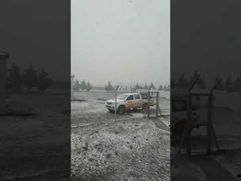 altText(El invierno no se quiere ir: nieve en Cerro Dragón)}