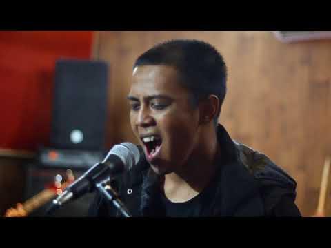 X-SISTENCE - Takkan Pernah Mengalah (Official Music Video) Mp3