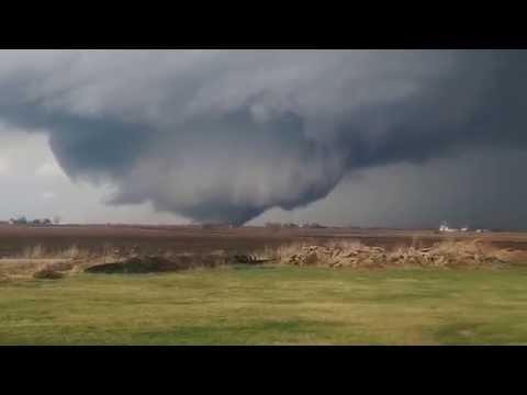 Huge Tornado That Hit Rochelle 4/9/15 at 5:50pm Just before Grubsteakers demolished
