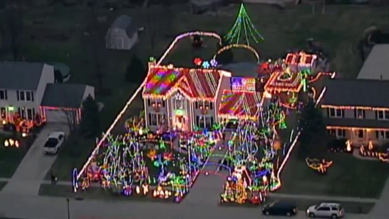 VIDEO: North Ridgeville home decked out in holiday lights that you ...