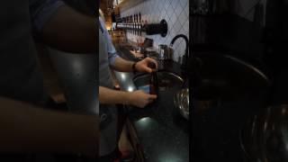 Лайфхак по снятию этикетки с бутылки