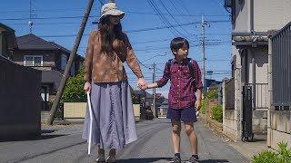 小学生の健太(谷垣有唯)は学校の帰り道に、視覚障害を持つ女性を助ける。やさしい健太は家まで送ってあげるのだが、その女性の正体とは…。小遣い稼ぎのために車 ...