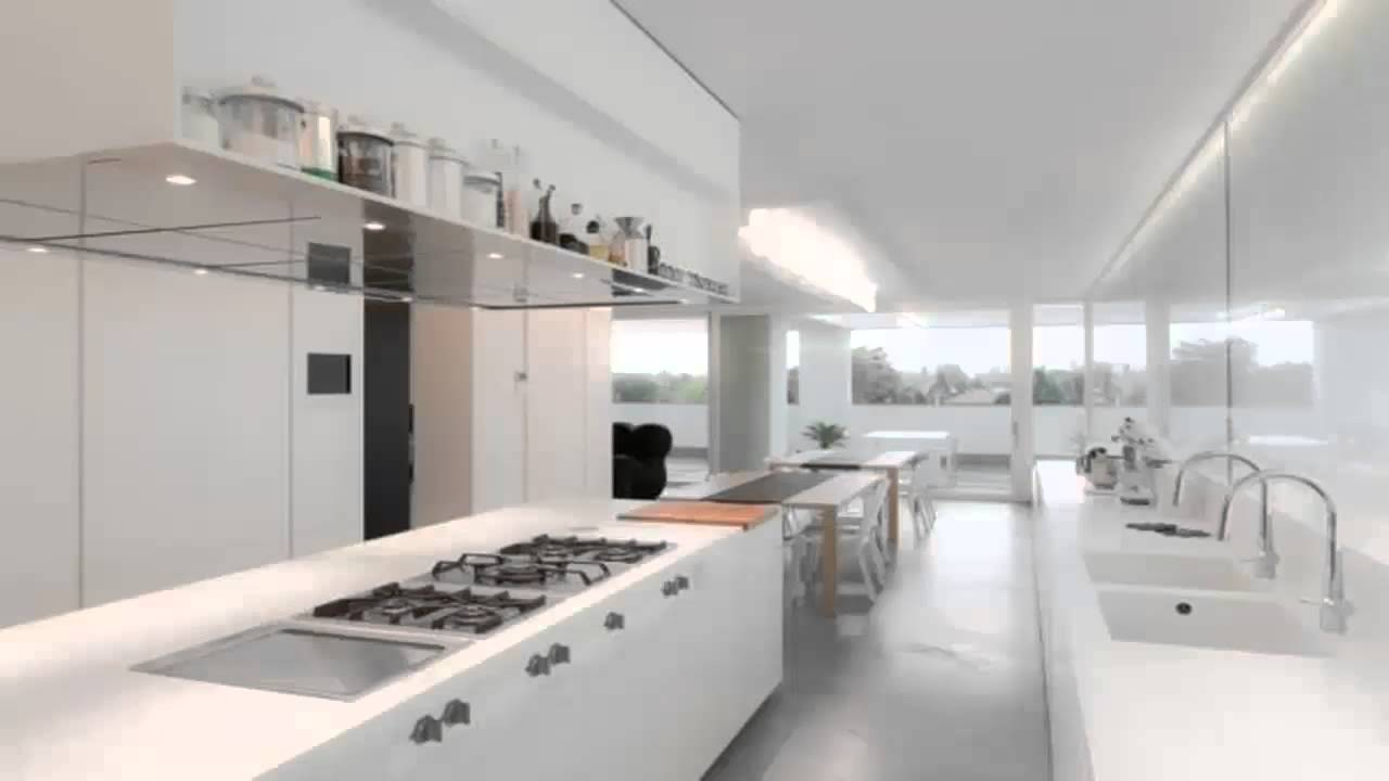 Luxe keuken met diep aanrechtblad en moderne afzuigkap by ...