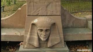 Эксцентричный памятник в египетском стиле