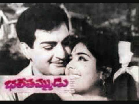 Telugu Song Iddari Manasulu by Rafi Sahab & P Susheela.wmv