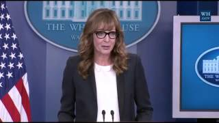 West Wing Actor Surprises Reporters At White House Press Briefing thumbnail