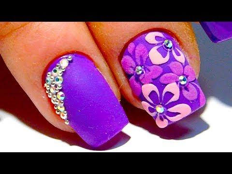 Маникюр с цветами фиолетовый