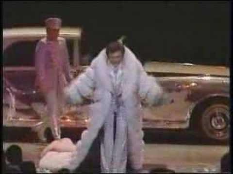 Liberace Music Video & Entrance 1981
