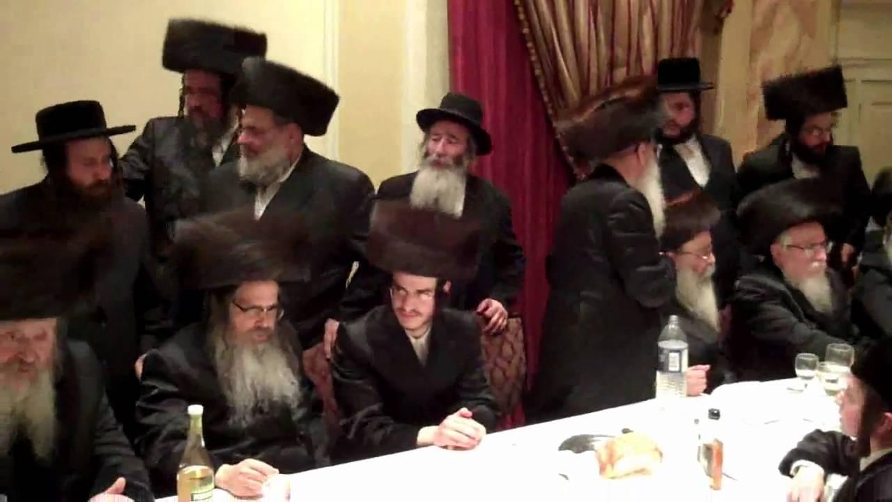 Satmar Rebbe dancing Mitzvah tantz