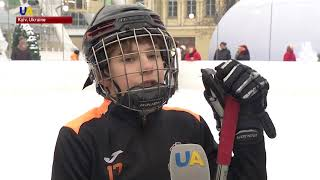 Ukrainians Learn How to Play Ice Hockey With Professional Players in Kyiv