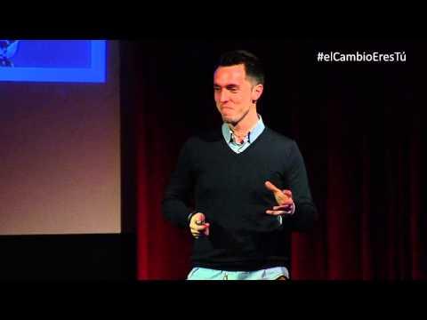 ¿Qué hace único a un gran comunicador?   Javier Cebreiros   TEDxMirasierra