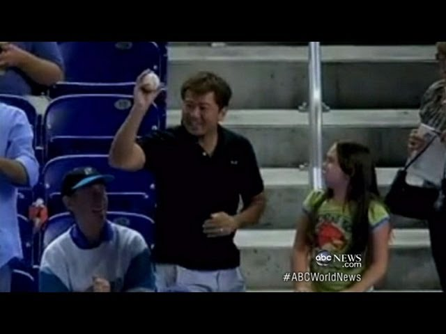 Ball girl from takes woman MLB: Dodger