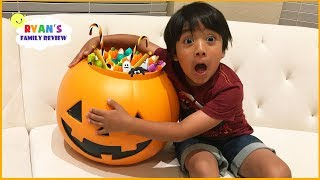 Halloween Scavenger Hunt for Trick or Treating around the house!!!