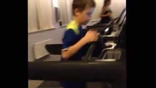 біг на доріжці швидкість 9 км / год