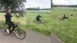 Akshay Kumar Crashes His Cycle While Wishing Happy Independence Day
