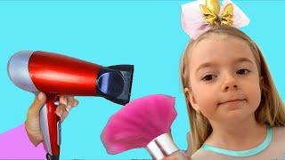 M&M'S STUCK IN EAR !! علقت حلاوة في الأذن ! ! Anabella Show