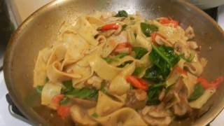 Lemon Pepper Pappardelle Pasta with Tomatoes and Spinach!