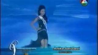 Miss Universe Indonesia 2005 Artika Sari Devi Evening gown