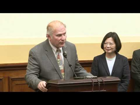 Dr. Tsai Ing-wen Welcomed Warmly by Members of the U.S. Congress