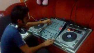 DJ SAURABH IN THE MIX ON SCRATCH..MP4