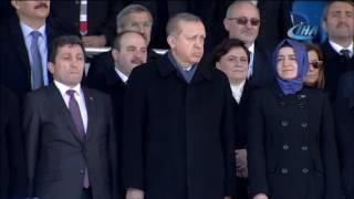 Cumhurbaşkanı Erdoğan resmi geçit törenini ayakta izledi