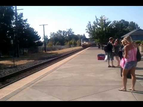 Amtrak Cascades arriving at Salem Oregon