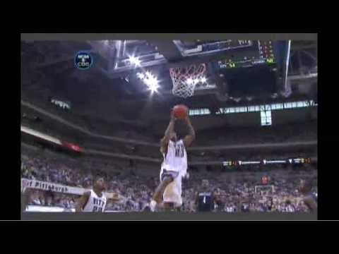 SWEET alley-oop dunk by Sam Young in Pitt/Uconn game!