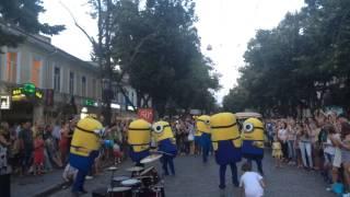 Смотреть клип Одесса, Дерибасовская. Уличные музыканты онлайн