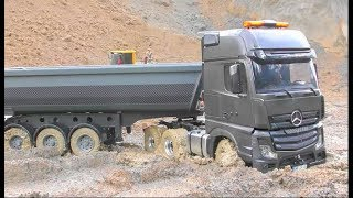 RC Heavy Construction Site RC Mercedes Benz stuck in the mud Rc Live Action