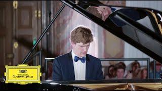Jan Lisiecki – Chopin: Nocturne in E Minor, Op. posth. 72/1 (Live from Würzburg, 2018)
