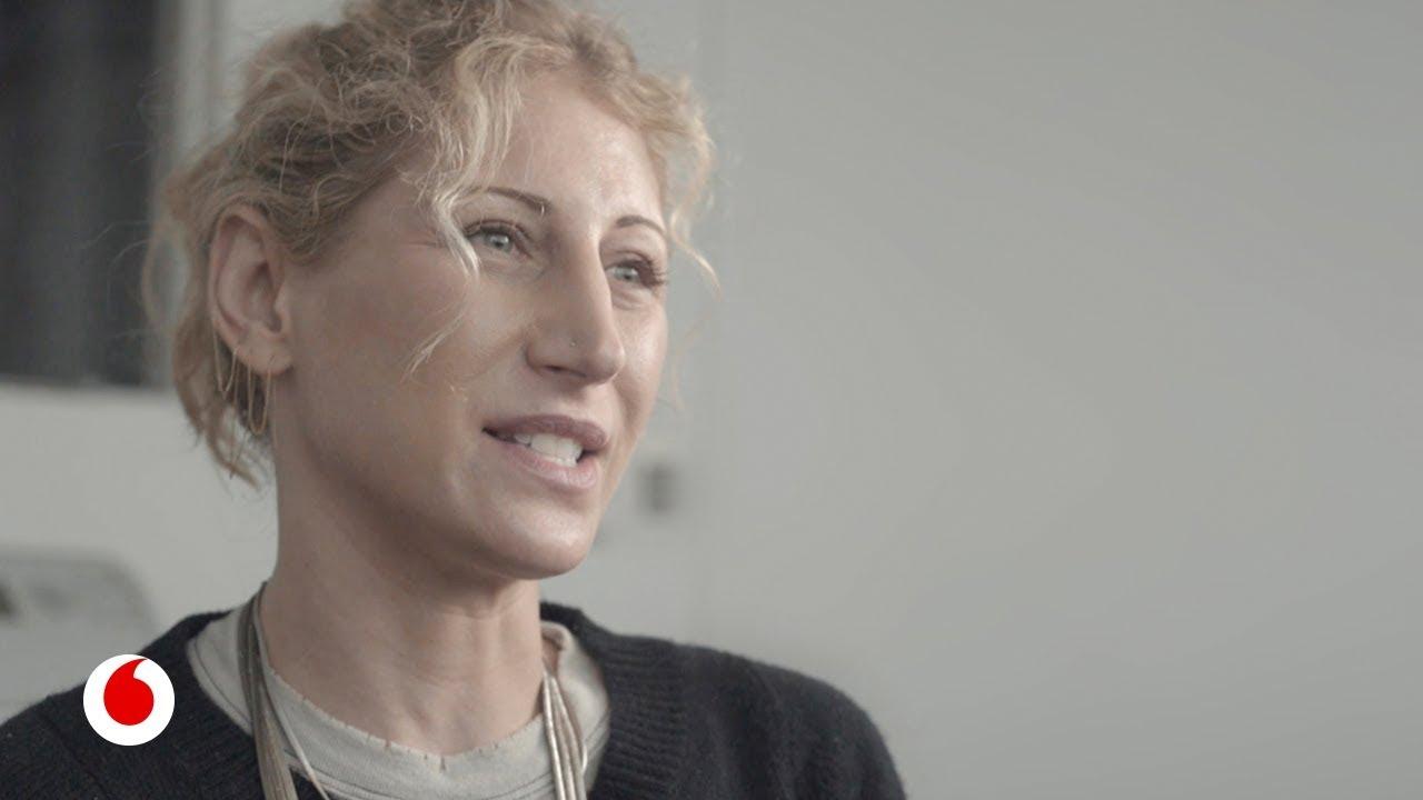 Muebles que se conectan, levitan y desaparecen: Así mezcla Jessica Banks diseño e ingeniería