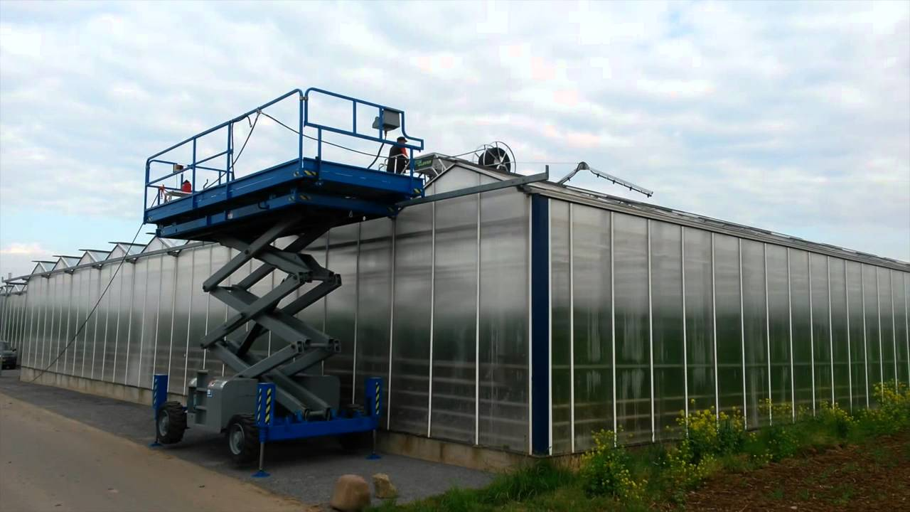 Top Cleaner Greenhouse Roof Cleaner On Scissor Lift Youtube