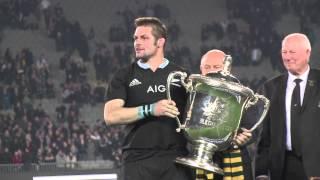 2014 Bledisloe Cup, Auckland - Richie McCaw Hoists the Bledisloe Cup.