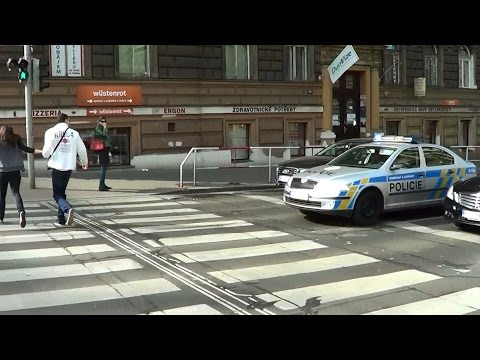 Prague (CZ) Czech state police cruiser responds & honks at jaywalkers [3.2014]