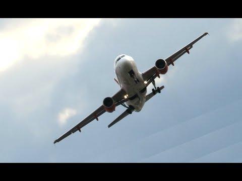 Flugzeuge Im Sturm Burglind Am Flughafen Zurich ZRH - Der Wind schüttelte So Manche Durch