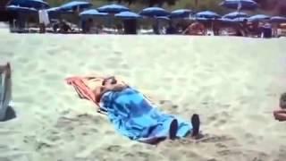ОФИГЕННОЕ ВИДЕО!! Как приколоться над друзьями летом на пляже, запоминаите(, 2015-09-02T06:43:40.000Z)