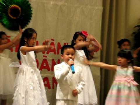 Em La Hoa Hong Nho, Anthony Nguyen sing at CD Mẹ Lavang Reston