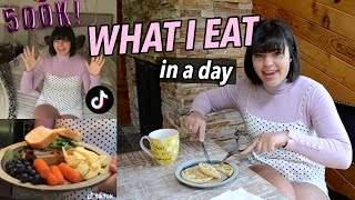 WHAT I EAT IN A DAY!!